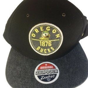 Oregon Ducks NWT Black Snap Back cap. College